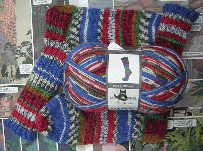 Wollepuppe mit entsprechendem Sockenpaar