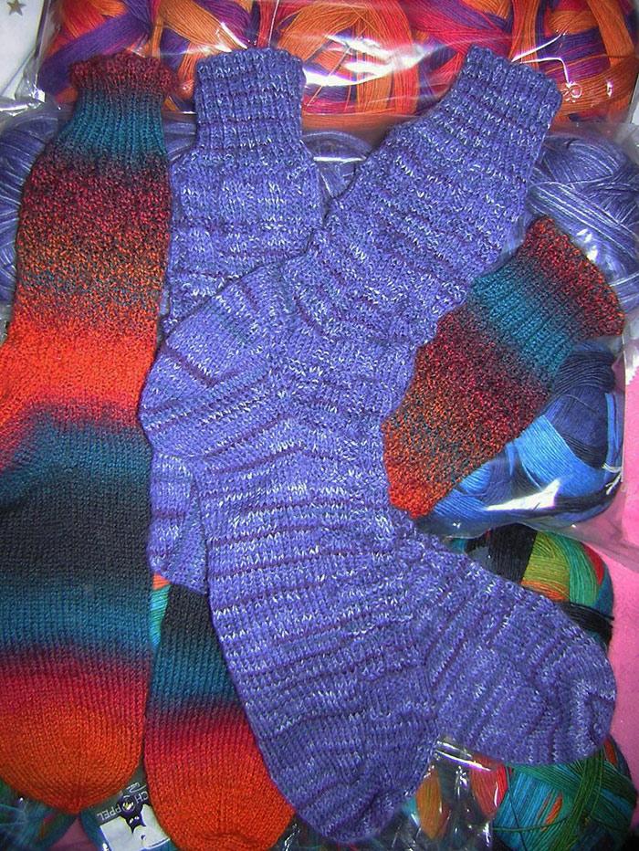 Jeans Ball Socken | Hollerbeere - darunter liegend Socken aus Zauberball Crazy | Herbstsonne
