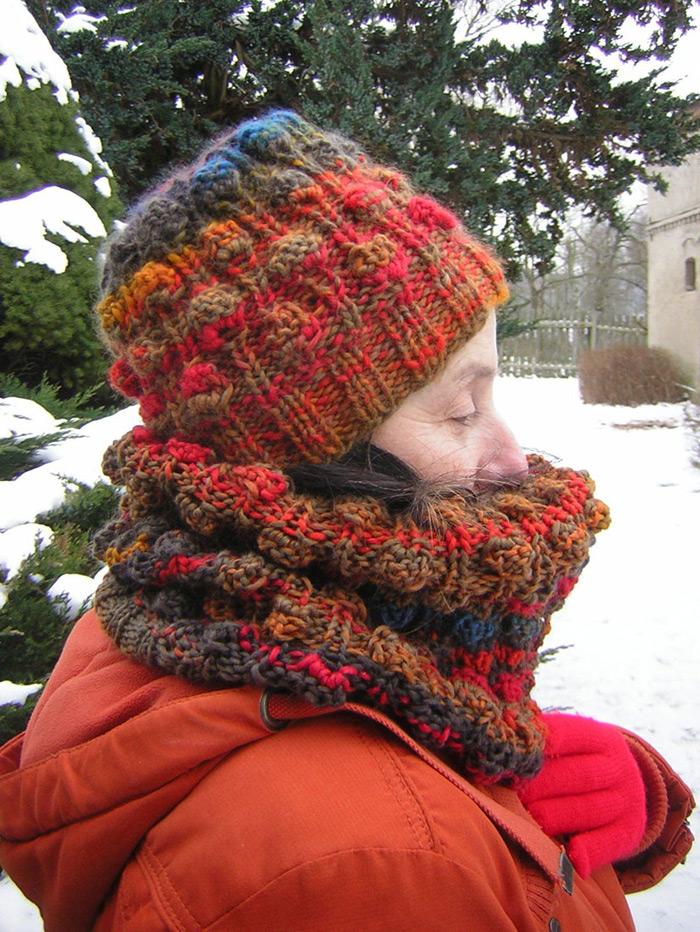 Pur Wolle ist eine vergnügliche winterwillige Mützen- und Schalwolle.